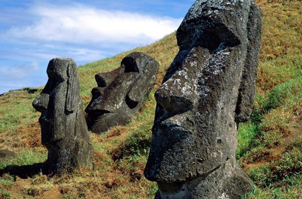 Острів Пасхи та його загадкові кам'яні статуї Моаї