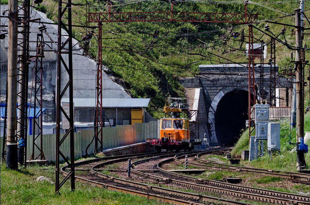 Будівництво Бескидського тунелю в Карпатах