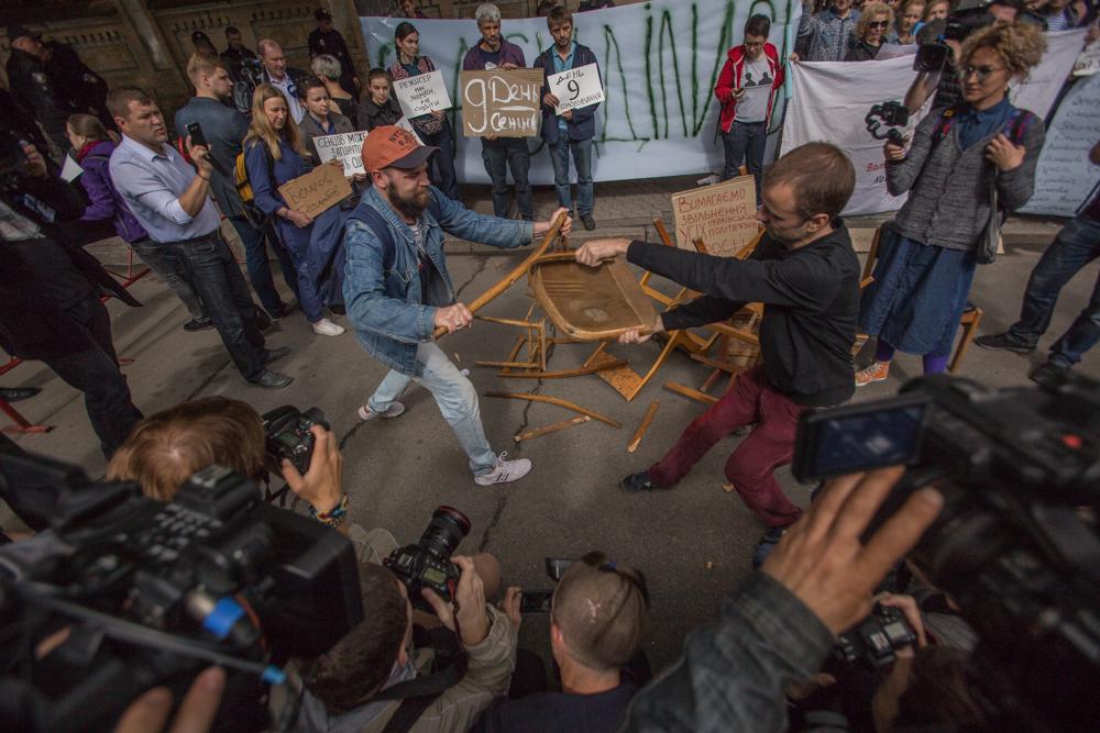 """""""Досить сидіти!"""" На Банковій вимагали активніше сприяти звільненню Сенцова"""