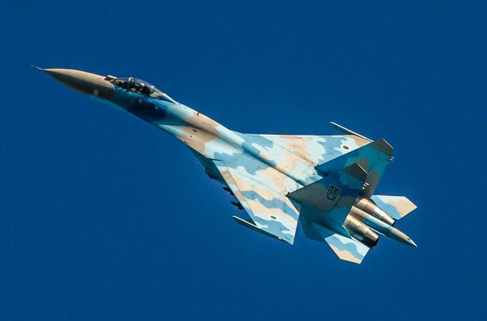 Миргородські льотчики підкорюють небо фігурами вищого пілотажу