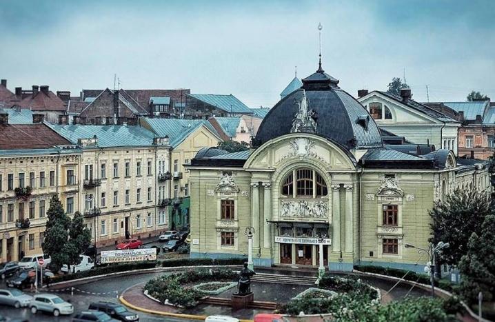 Фантастичне і гидке: погляд на Чернівці від Христі Венгринюк