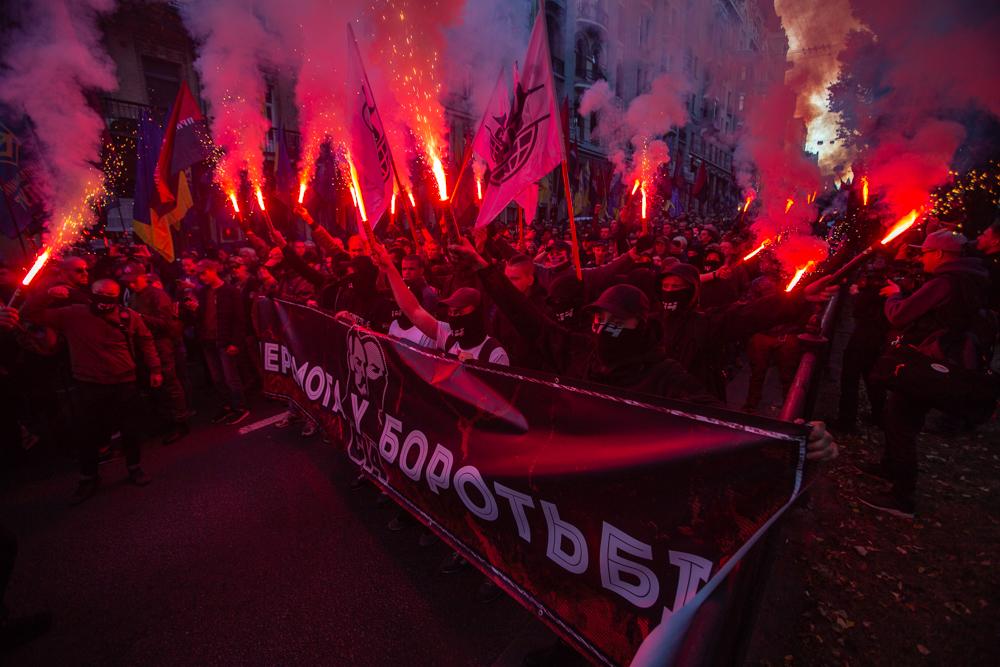 З димом і вогнем. У Києві пройшов марш УПА
