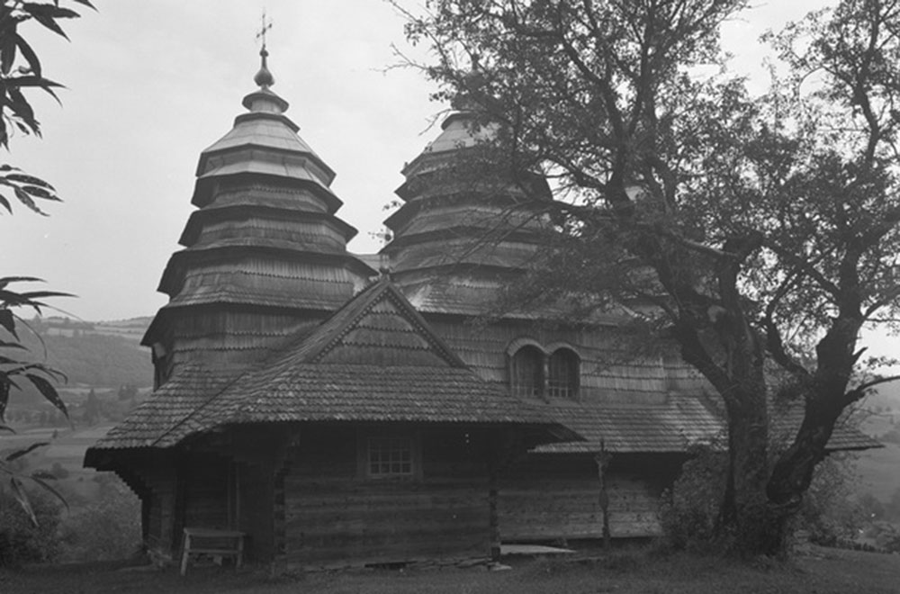 Унікальні дерев'яні храми України на фото 1930-х років