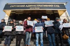 Під судом у Києві пройшли мітинги за і проти Супрун