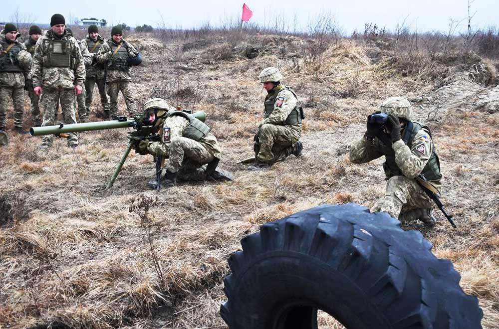 Під Житомиром триває посилена підготовка майбутніх офіцерів ДШВ