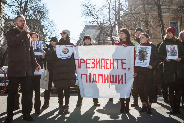 Родичі політв'язнів Кремля закликали Порошенка створити орган для їх звільнення
