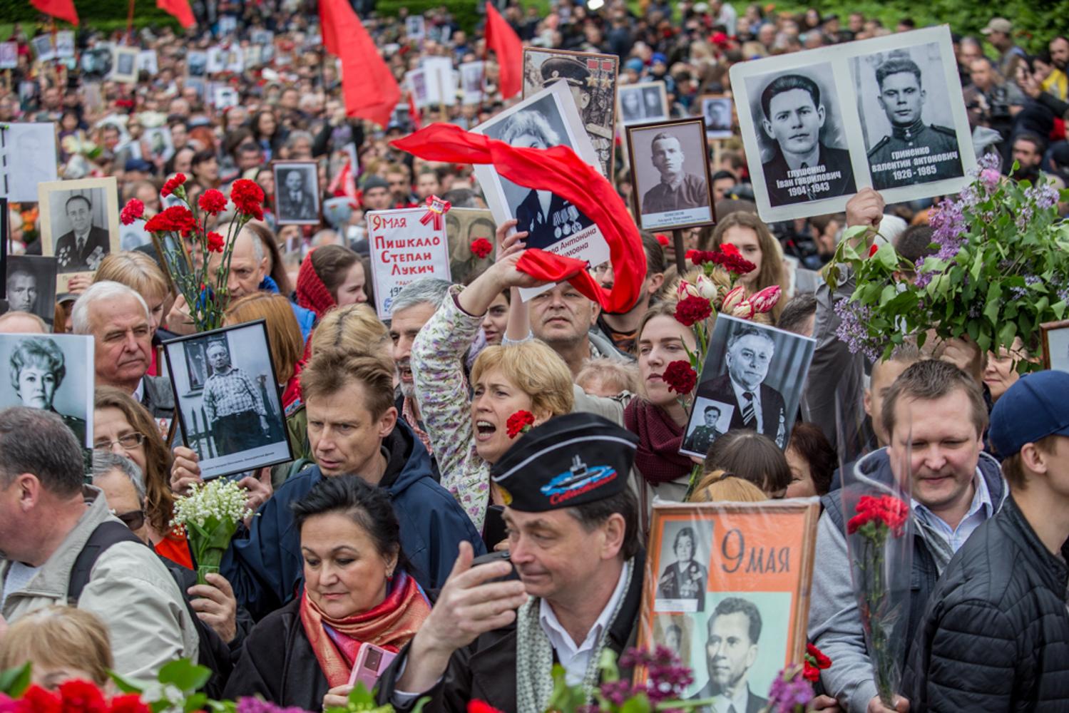 9 травня у Києві: Безсмертний полк і Сталін-Танос