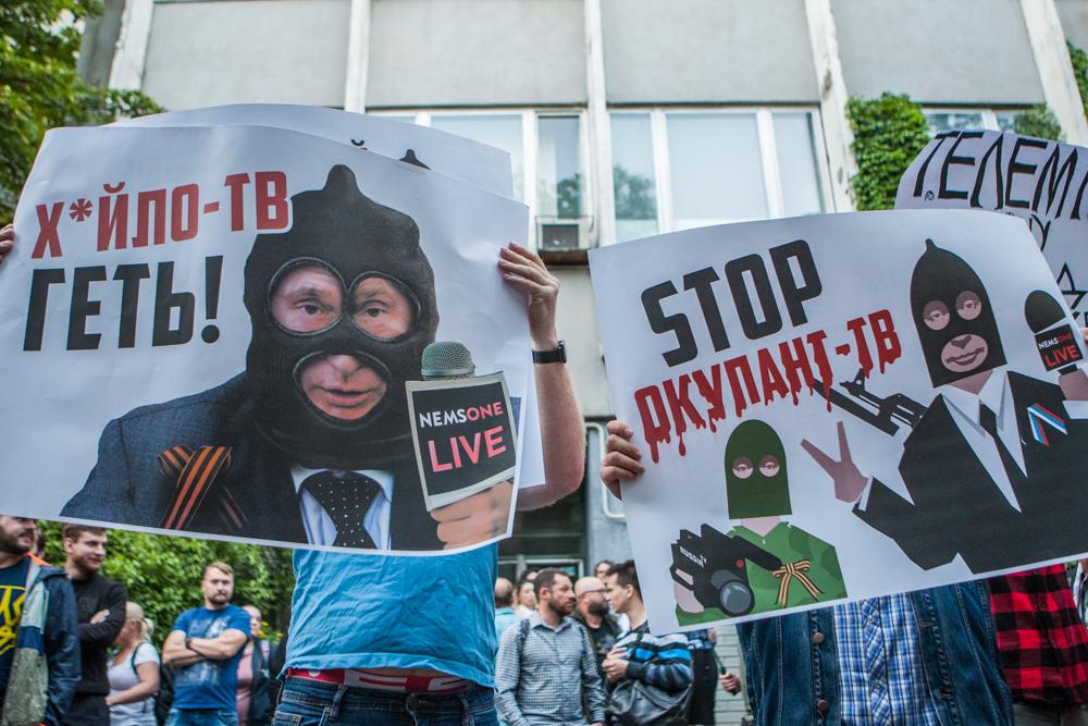 Протест під телеканалом NewsOne проти телемоста з російськими пропагандистами