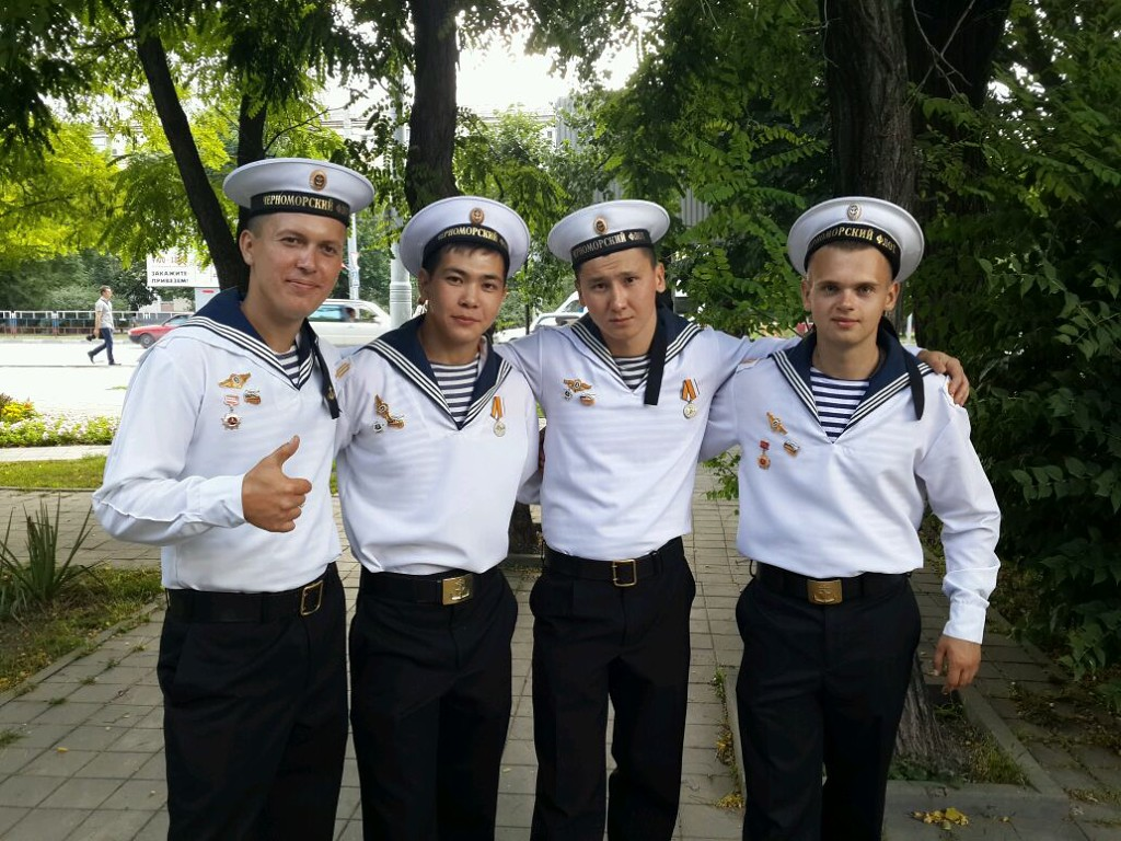 На фото Серікбаєв третій зліва