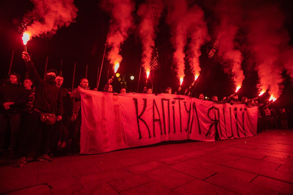 """""""Ні капітуляції!"""" У Києві протестують проти підписання """"формули Штайнмаєра"""""""