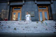 Мітинг біля Офісу президента проти розведення сил на Донбасі