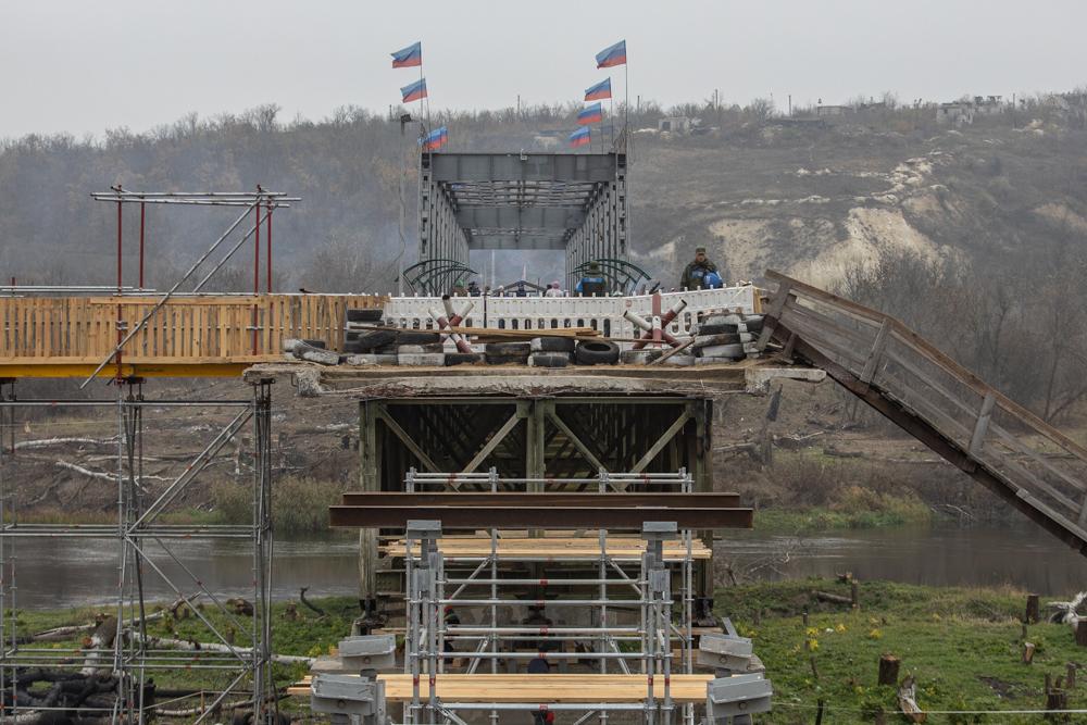 Після розведення. Як у Станиці Луганській будують міст до «ЛНР»