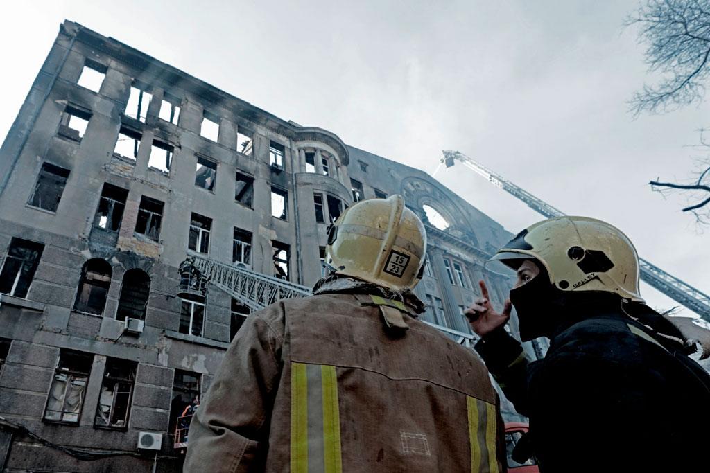 Одеса. Ліквідація пожежі в будівлі коледжу економіки та права