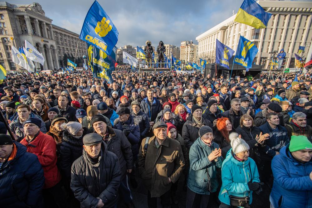 На Майдані близько 10 тис людей вимагають не йти на поступки Росії