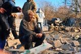 Огляд InformNapalm: домовляючись про «мир», росіяни продовжують обстріли на Донбасі