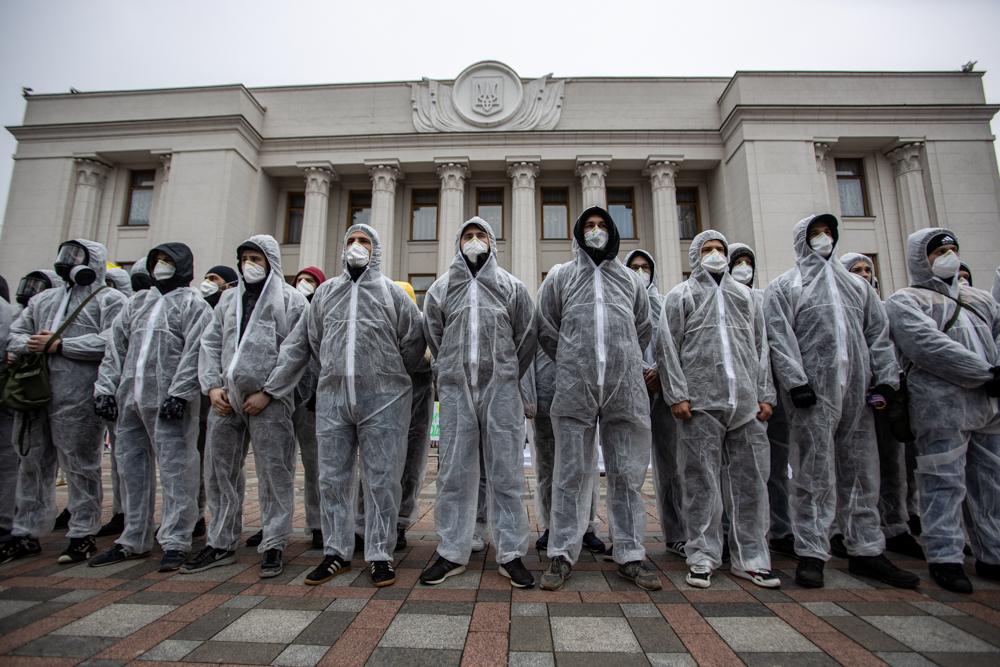 Протестувальники у Києві вимагали відправити Раду на карантин