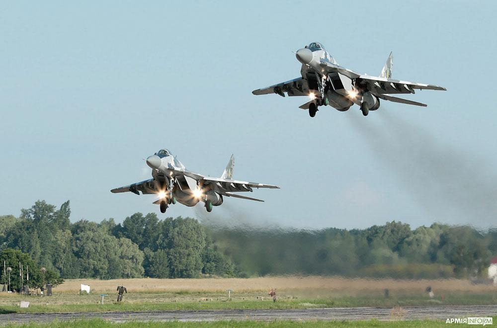 Ескадрилья винищувачів «билася» за аеродром