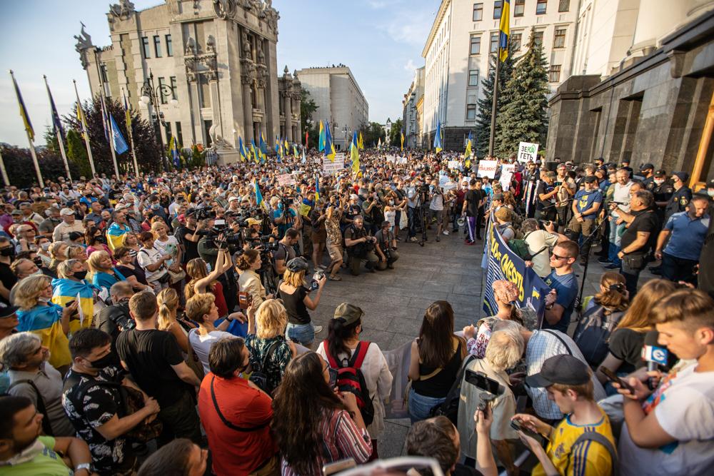 """""""Ні роззброєнню!"""" На Банковій мітингували проти перемир'я з проросійськими бойовиками"""