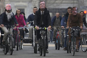 Під стінами Адміністрації Президента велосипедисти вимагали подбати про них