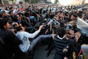 У столиці Єгипту почалися сутички між прихильниками та противниками президента