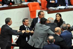 У турецькому парламенті побилися депутати