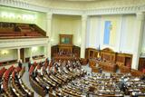 Навколо Ради: бійці МВС пішли, Конституція повернулася