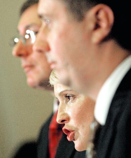 Тимошенко напрошується на відставку. Гусари мовчать