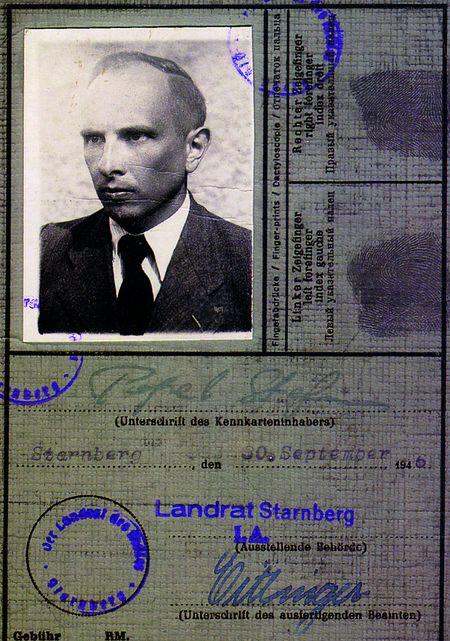 Посвідчення на ім'я Стефана Попеля, за яким Степан Бандера проживав у Мюнхені